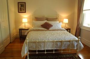 201201230 bedroom 1 J camera small